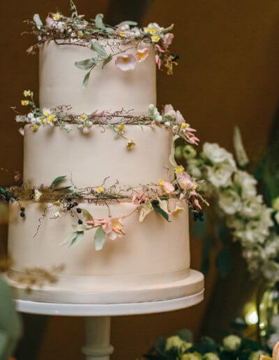 Daisies festival wedding cake