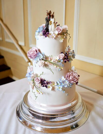 blue lilac lavender flowers wedding cake