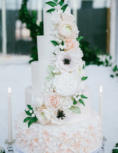 anemonie rose ranunculus hydrangea blush wedding cake