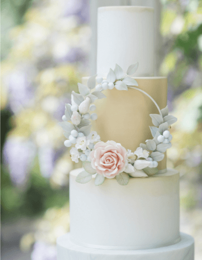floral hoop wedding cake