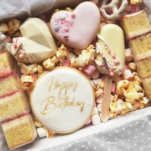 bithday-cake-treat-box