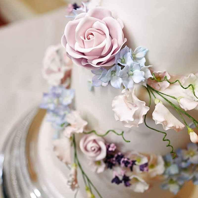 sweet peas wedding cake