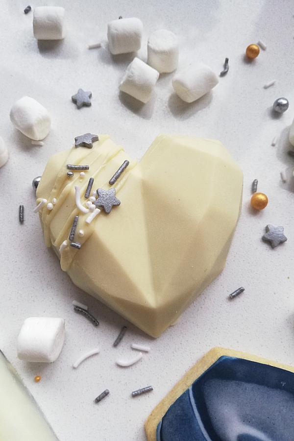 White_chocolate_geometric_heart_cake_truffle