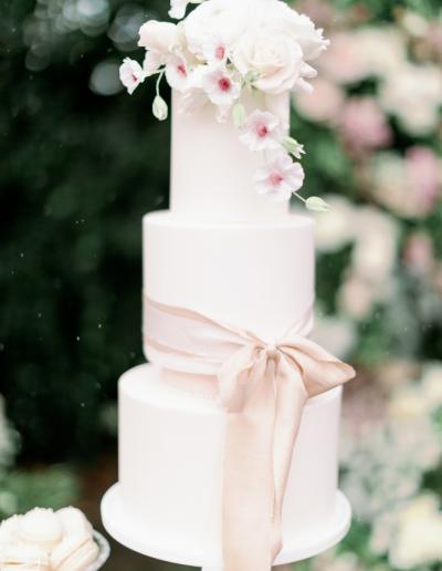 lush_floral_wedding_cake